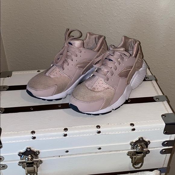 Nike Shoes - Nike huarache run girls